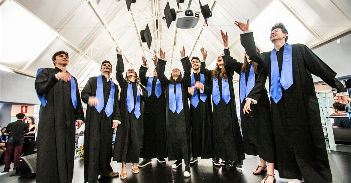 Imagem: High School Graduation